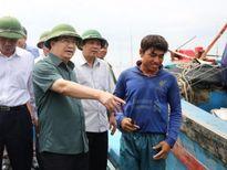 Phó thủ tướng trực tiếp kiểm tra việc ứng phó nơi bão số 10 đổ bộ