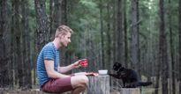 'Soái ca' bán nhà, bỏ việc để du lịch cùng mèo cưng
