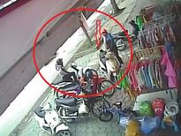 Chiêu móc cốp xe máy siêu hạng của hai nữ quái ở Nghệ An