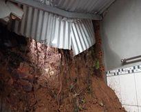 Đồng Nai: Mưa lớn gây sạt lở nhà dân