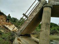 Sập cầu tại Hà Tĩnh, 150 hộ dân bị chia cắt