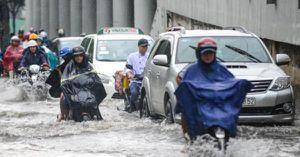 TP.HCM: Siêu máy bơm 'tê liệt', đường Nguyễn Hữu Cảnh ngập lụt