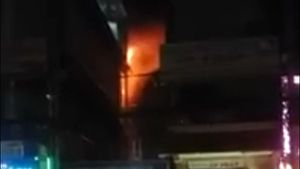 Nhà trong hẻm cháy kèm nhiều tiếng nổ lớn