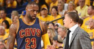 HLV Cavaliers không chắc LeBron James có thể ra sân trận gặp Celtics