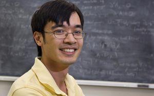 Người sở hữu IQ cao bậc nhất thế giới hạnh phúc với Toán học