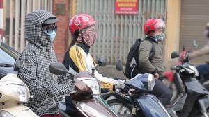 Người Hà Nội thích thú với gió lạnh đầu mùa