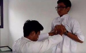 Giới trẻ thích thú với thử thách chết người: Ấn ngực bạn tới ngất xỉu