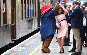 Công nương Kate mang bầu vẫn khiêu vũ trên sân ga London