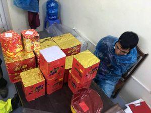 Truy đuổi người đàn ông vận chuyển pháo nổ ở Quảng Ninh