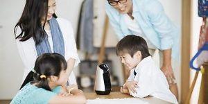 Sony ra mắt loa thông minh kiêm robot gia đình Xperia Hello