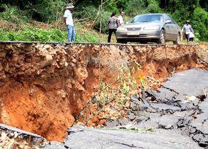 Sụt lún nguy hiểm trên đèo Bình Thuận đi Đà Lạt