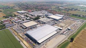 Vì siêu SUV Urus, Lamborghini mở rộng nhà máy to gấp đôi