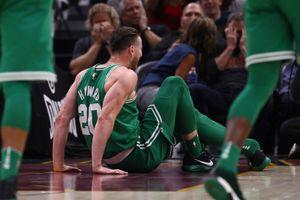 Chấn thương khiến sao NBA gãy gập chân