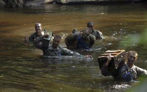 Hình ảnh binh sĩ Mỹ khổ luyện để đảm bảo năng lực sẵn sàng chiến đấu