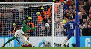 Hazard và Dzeko có cú đúp, Chelsea và Roma chia điểm tại Stamford Bridge