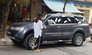 Xe ôtô Mitsubishi Pajero 'mọc cánh' trên phố Hà Nội