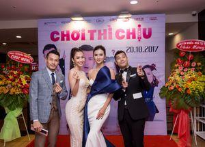 Kim Tuyến diện đầm quyến rũ đi ra mắt phim 'Chơi Thì Chịu'