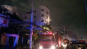 7 người bị ngạt khói mắc kẹt trong quán karaoke bốc cháy ở TP.HCM