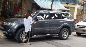 Livestream dán đầy BVS lên ô tô, gái xinh Hà thành bị dân mạng chửi sấp mặt