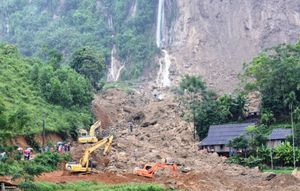 Một tuần phá đá, đào đất tìm 18 người bị chôn vùi ở Hòa Bình