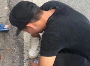 Người đánh giày giúp khách Tây lấy lại tiền từ chủ quán bia 'chặt chém'