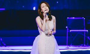 Mỹ Tâm xúc động lần đầu hát live 'Đừng hỏi em'