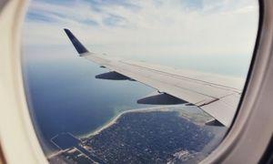 Tại sao cửa sổ máy bay là hình bầu dục mà không phải hình vuông?