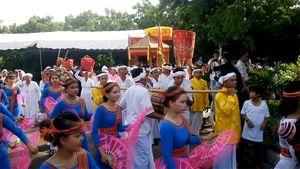 Rộn ràng lễ hội Ka tê dưới chân tháp PôSahInư
