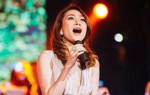 MC và khán giả thuyết phục Mỹ Tâm hát live 'Đừng hỏi em'