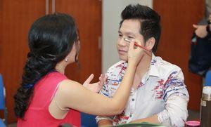 Trọng Tấn được vợ make-up, chăm sóc kỹ lưỡng trong liveshow