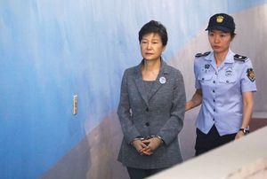 1.000 người Hàn Quốc biểu tình đòi thả bà Park Geun-hye
