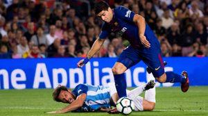 Suarez bực bội rời sân, Valverde liền ân cần dỗ dành