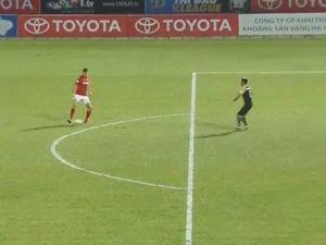 Thủ môn Thanh Hóa sai lầm ngớ ngẩn trên sân Than Quảng Ninh