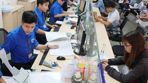 TPHCM sẽ cấm công chức mặc quần jean, áo thun trong giờ làm
