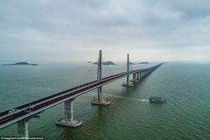 Cầu vượt biển dài nhất thế giới ở Trung Quốc sắp hoàn tất