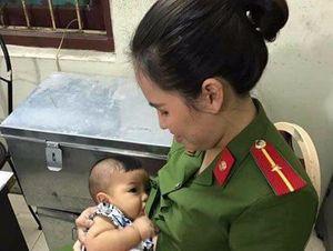 Bé trai bị bỏ rơi được Thiếu úy công an cho bú đã về nhà