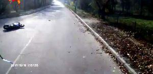 Rẽ trái không xi nhan, ôtô tải khiến tài xế xe máy tử nạn