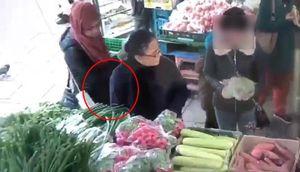 Nữ quái móc trộm tiền của cụ bà ngay giữa chợ