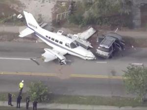 Máy bay lao xuống phố đông, phi công sống sót thần kỳ