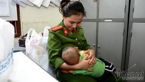Bé trai được nữ thiếu úy công an cho bú: Về nhà sau 18 ngày