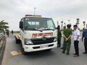 Hà Nội: Xe cứu hộ lao mất lái lao vỉa hè, hai người tử vong