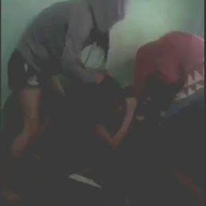 Nữ sinh cấp 3 bị đánh hội đồng trong quán internet