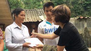 Báo Thanh Niên chia sẻ khó khăn với người dân vũng lũ Sơn La