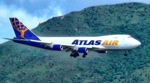 Máy bay Mỹ suýt đâm vào núi ở Hong Kong