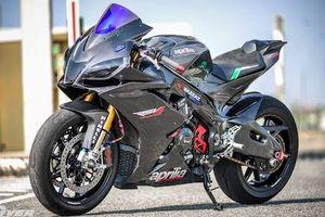 Siêu môtô Aprilia RSV4 APRC độ 'full bài' xe đua WSBK