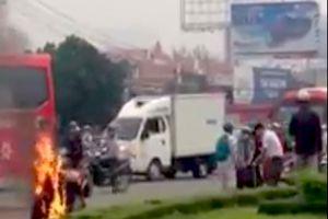 Đồng Nai: Nam thanh niên châm lửa đốt xe máy, tưới xăng lên người để tự thiêu
