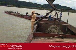 Hà Tĩnh: Bắt giữ hàng loạt sà lan 'cát tặc' trên sông Lam