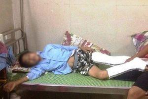 Nam sinh nhảy từ tầng 3 xuống đất gãy chân vì bị giáo viên thu điện thoại