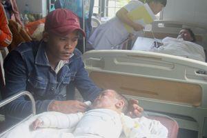Soi đèn dầu bắt muỗi, hai mẹ con thai phụ bị bỏng nặng