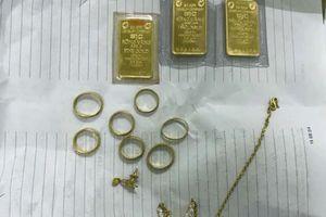 10X giúp việc cuỗm 6,5 cây vàng của chủ